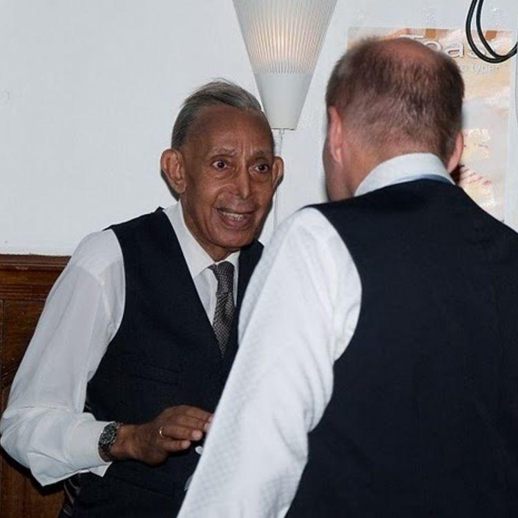 Emanuel Minos 85 år